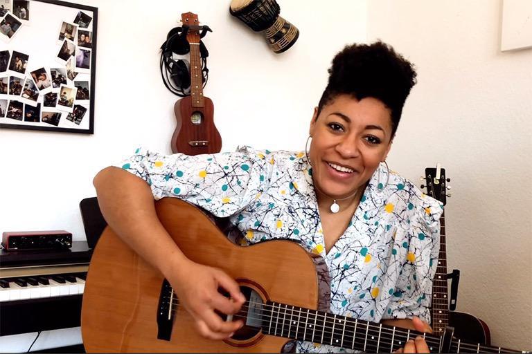 Diana Ezerex spielt Livestream Konzert