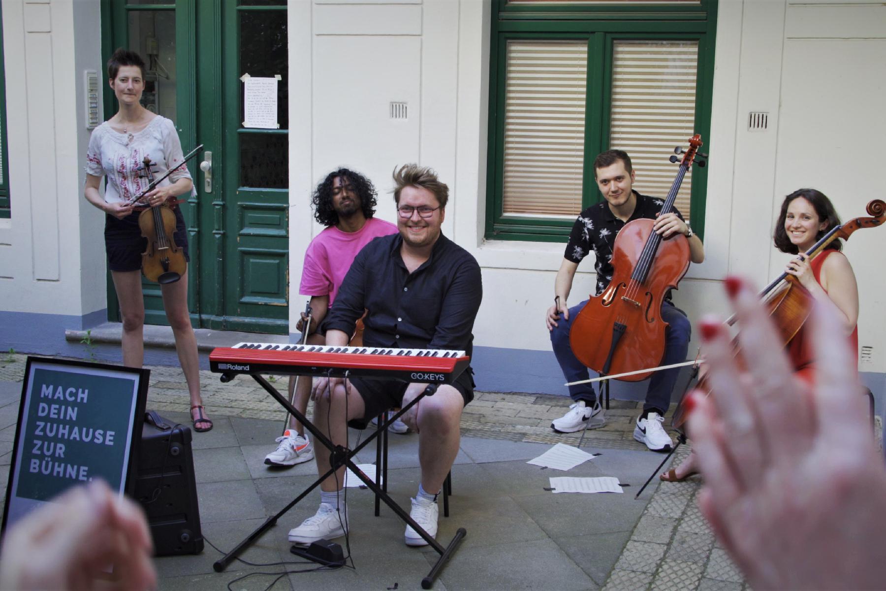 Pianist ABBOTT mit Cellisten