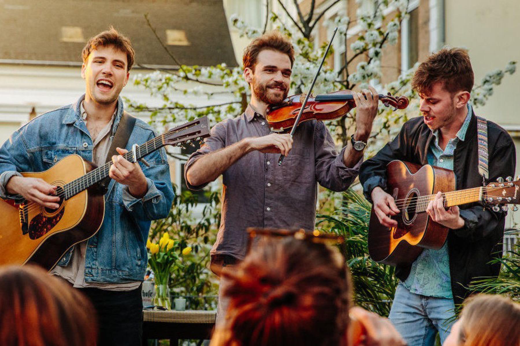 Band spielt outdoor Konzert