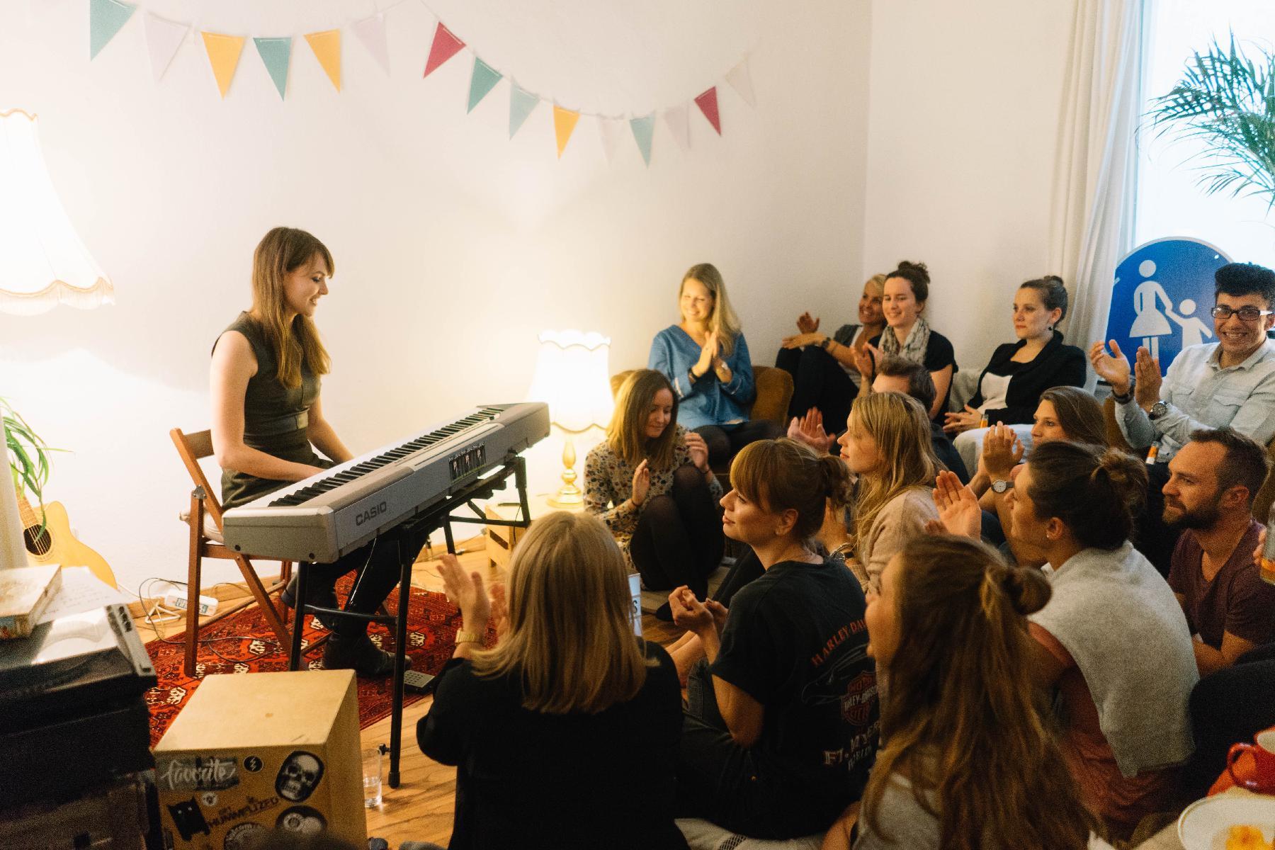 emma longard auf Geburtstags Konzert